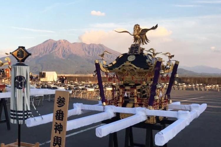 参番神輿と桜島
